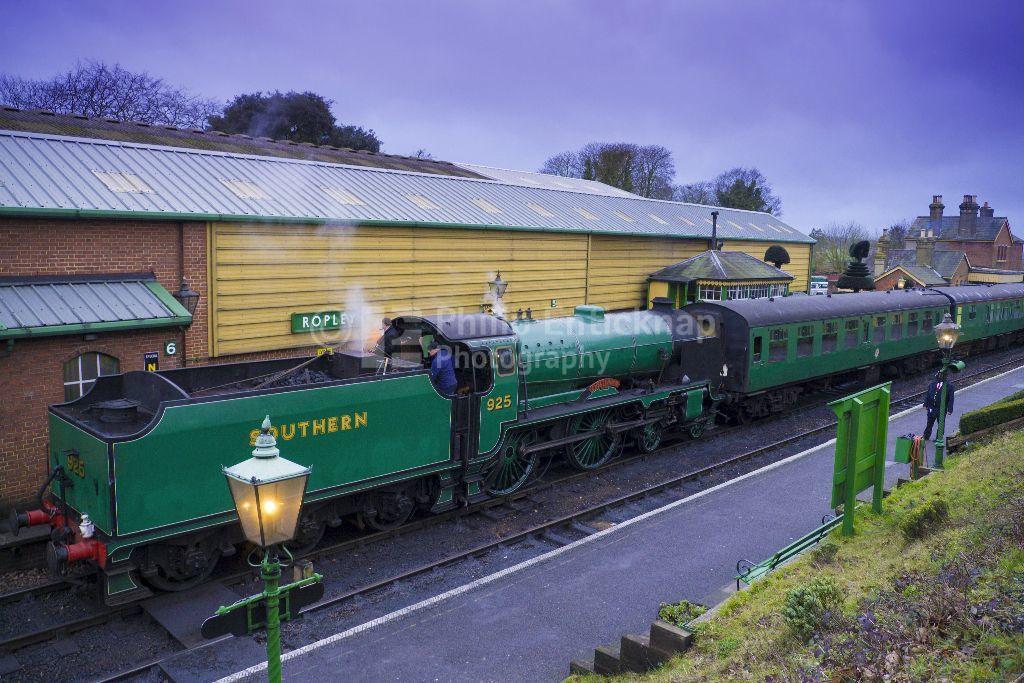 "Schools Class Locomotive number 925 "" Cheltenham ""at Ropley Station"