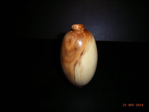 Small vase : Yew : 5 inches height : Ref 565