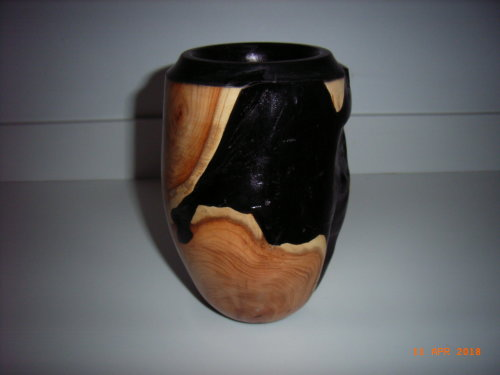 Ornamental Vase : Yew : 7 inches height : Ref 624