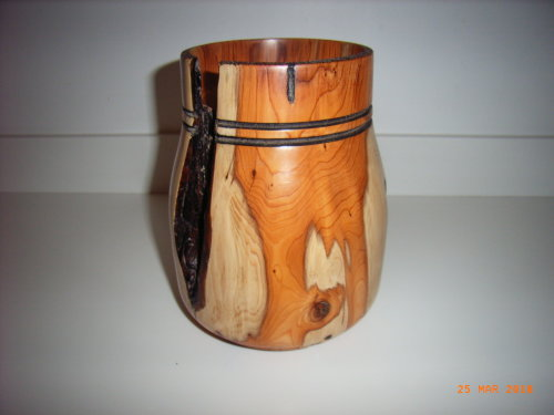 Ornamental Vase :   Yew :   8 inches height : Ref 619