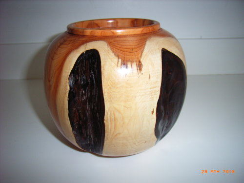 Ornamental Vase : Yew : 5 inches height : Ref 621