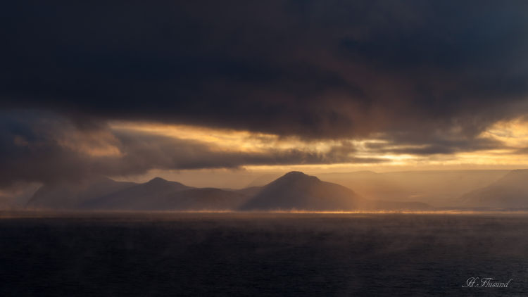 Solstråler i Lomfjorden