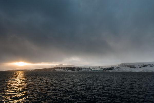 Solglimt ved Lomfjordhalvøya