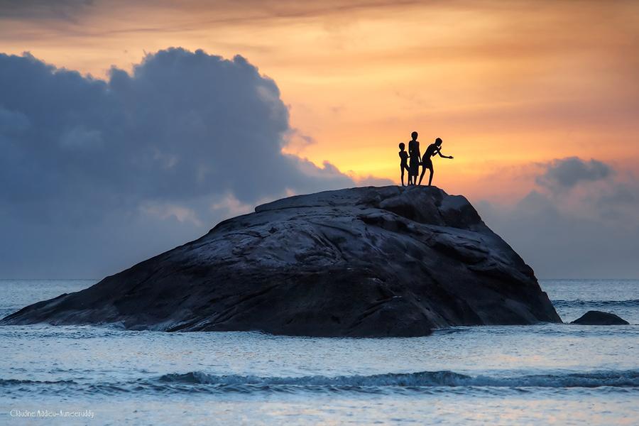 Jeunes pêcheurs <em>Boys fishing</em> Seychelles