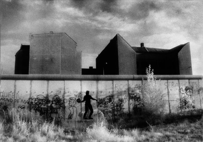 Bomb over the Wall, 1988