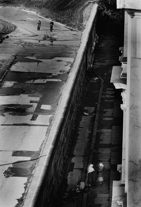 Wall Divides City Street, 1986