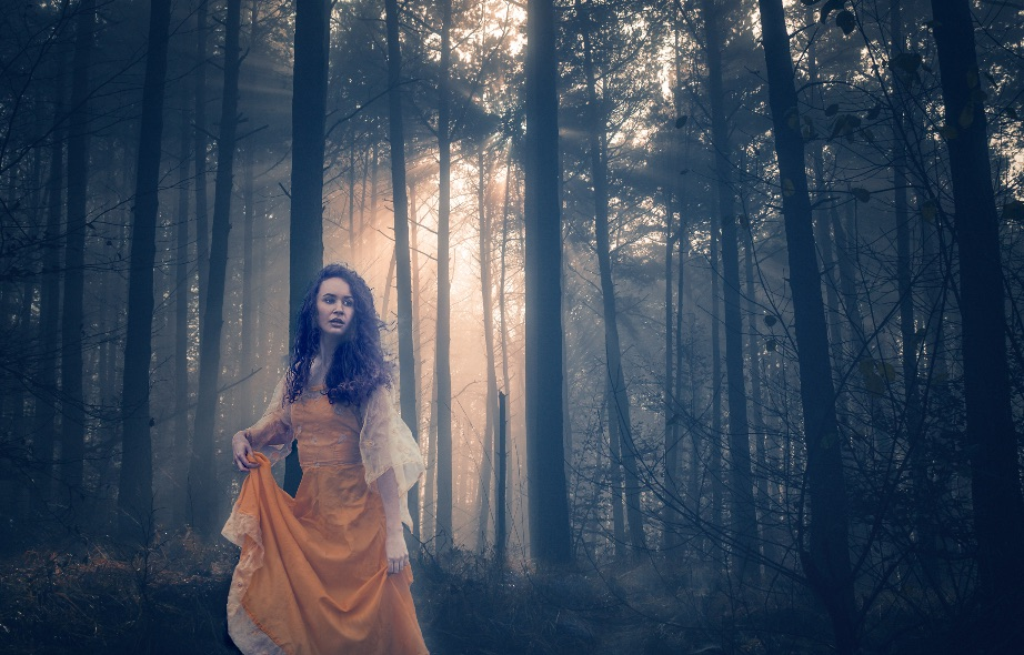 Aoife-in-forest-25x16-Edit