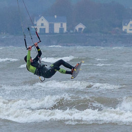Kitesurfer-1