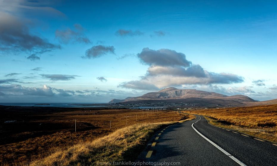 Looking-into-Achill-20x12