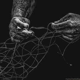 Maurice-Condon-hands-mending-nets