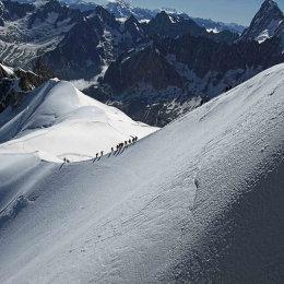 Mt.-Blanc-Snow-Walkers
