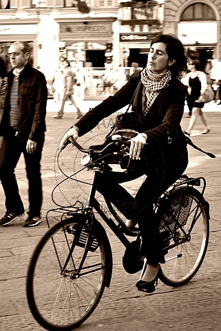 cycling in the piazza ...