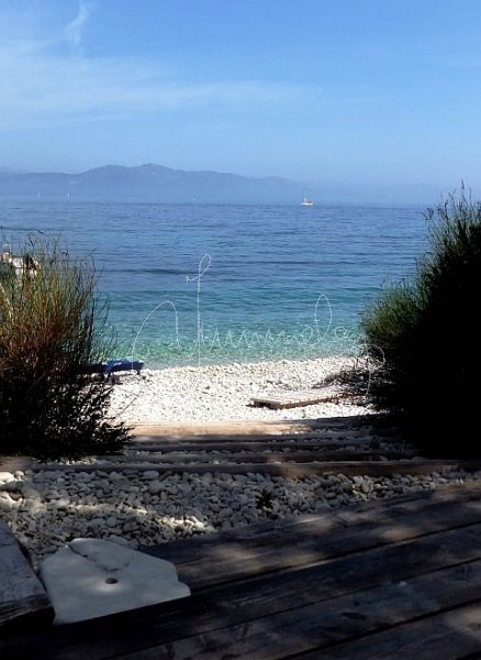 monodendri beach ...