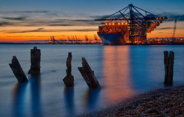 Unloading the Marit Maersk