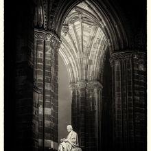 Sir Walter Scott statue at night