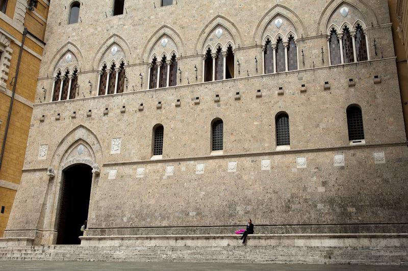 Square, Siena