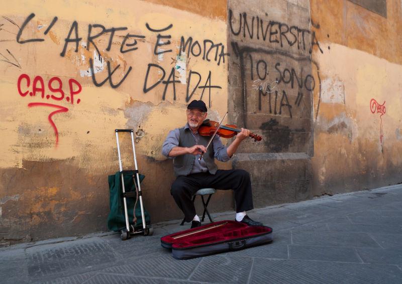 Busker in Pisa