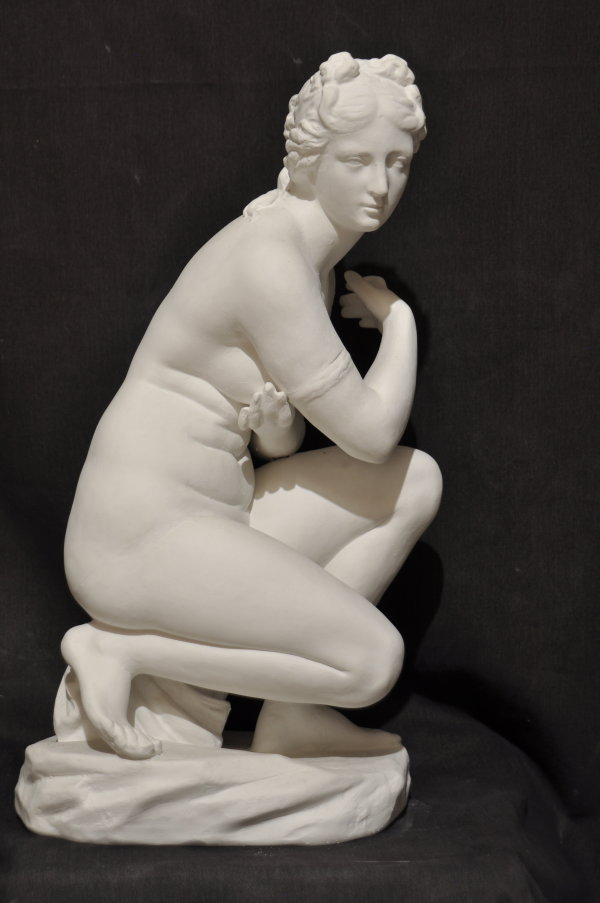 S030     Donna nuda su conchiglia