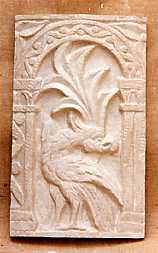 R125  Fregio romanico con pavone