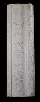 R179    Cornice laterale ad un portale