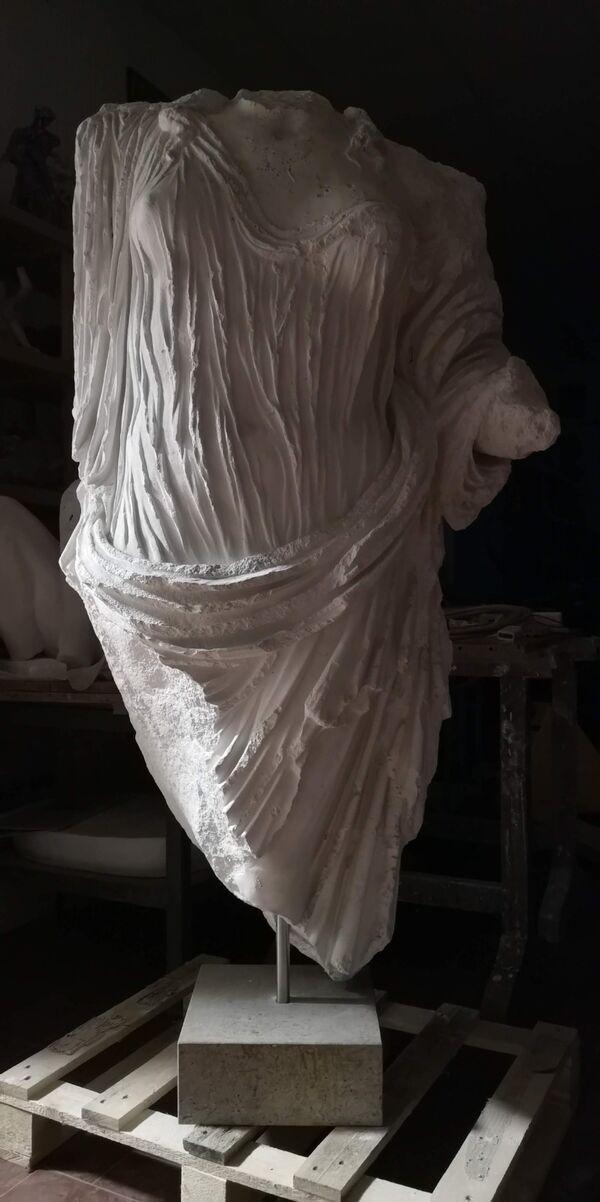 Tyche - Parte superiore