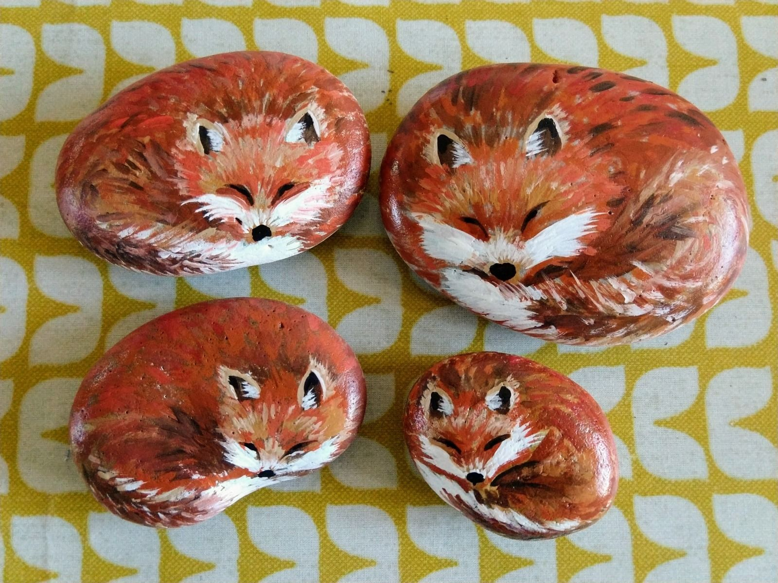 pebble painting foxes paperweight gift craft