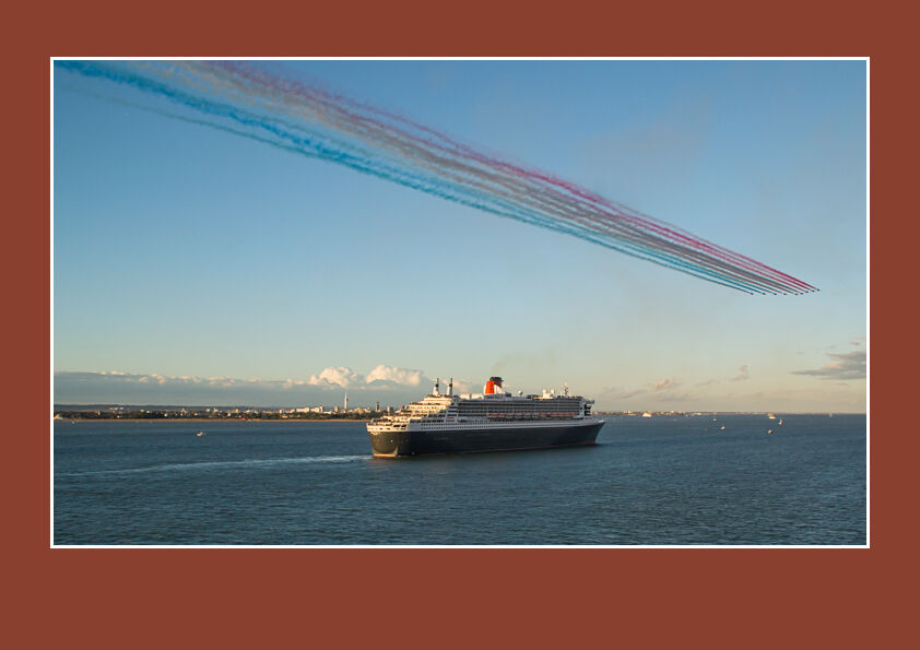 Red Arrows and Queen Mary 2