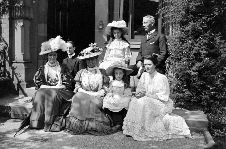 Family group, Oriel Crescent, Scarborouugh 1906