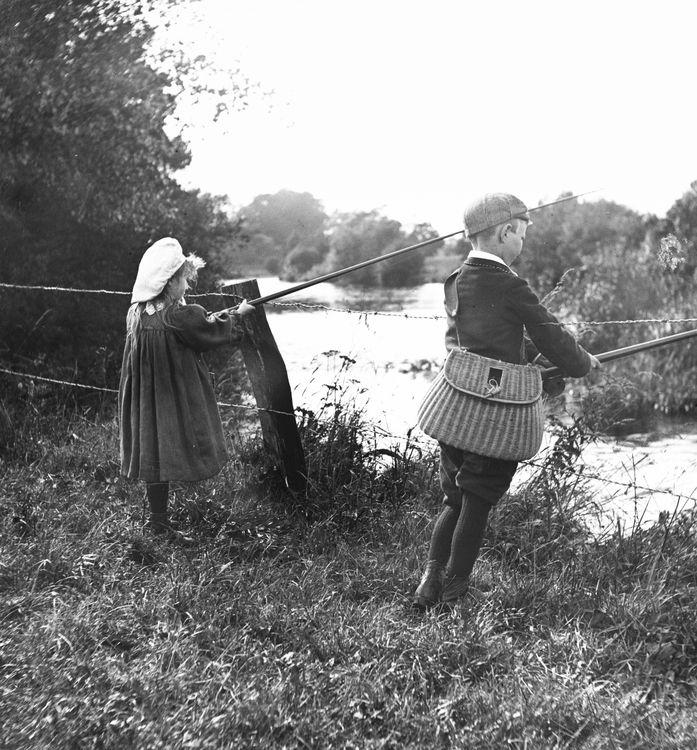Children fishing c.1905
