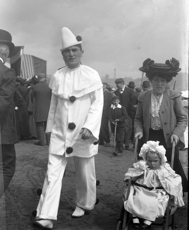 Pierrot at Scarborough c.1904