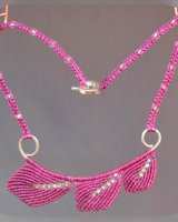 Fuchsia 3 Leaf Macrame Necklace