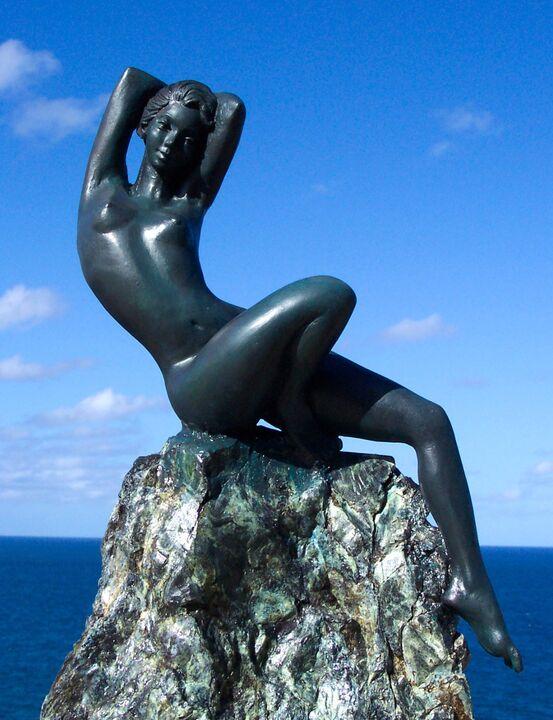 Muse. bronze