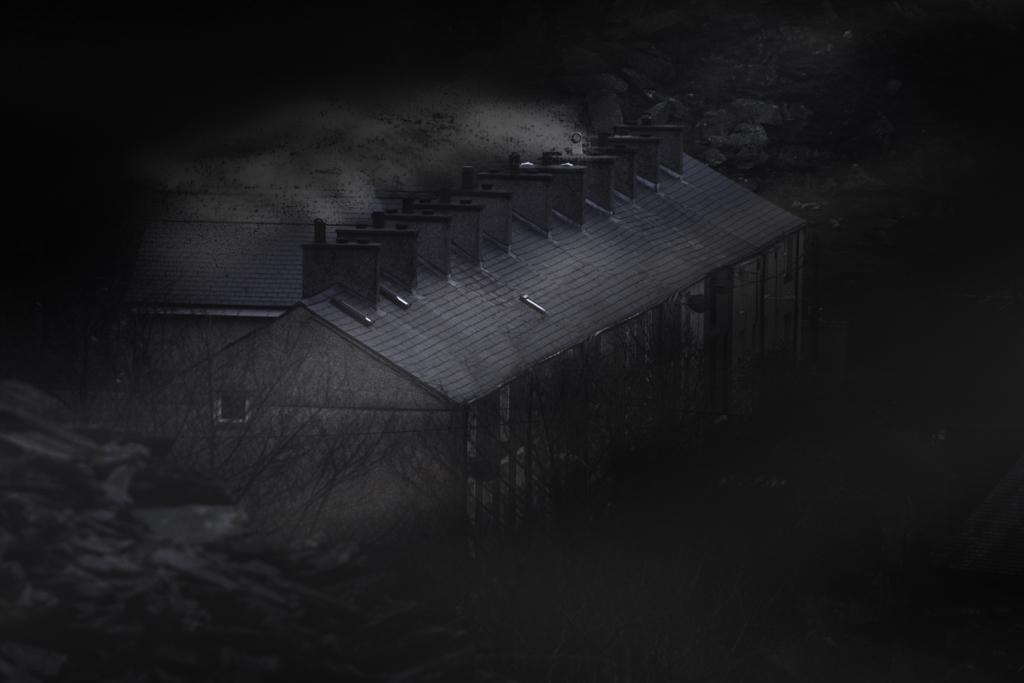 0933-Chimneys