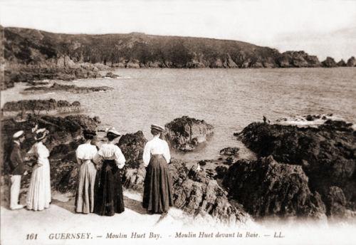 Ladies Overlooking Moulin Huet