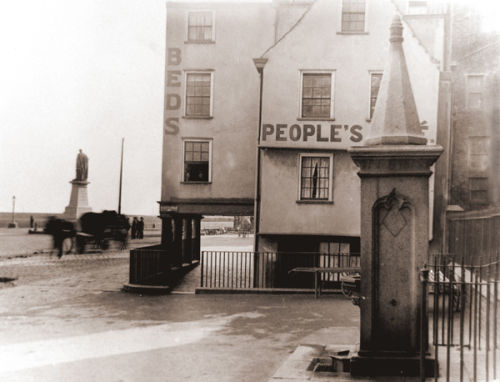 The Peoples Hotel & Cafe, Town Front