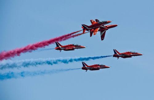 Red Arrows break formation