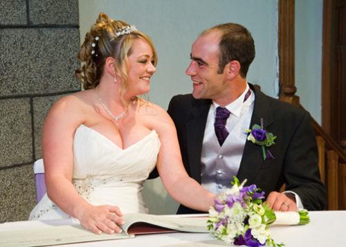 Sarah & Shaun sign the register