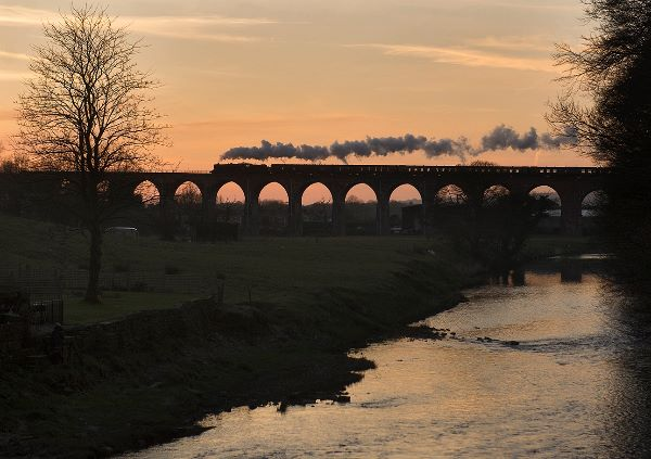 EXCURSION TRAIN CROSSES WHALLEY VIADUCT