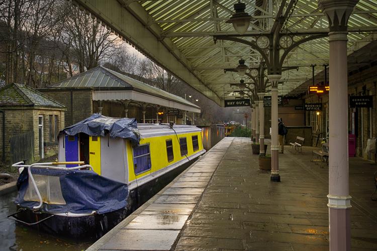 Narrow Boat at Station 1