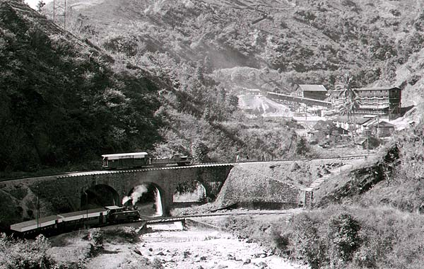 Approaching the mine at Burma Mines.