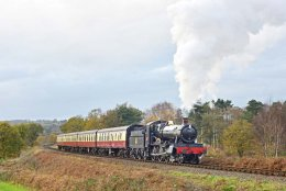 Approaching the tunnel at Bewdley 7820 Dinmore Manor