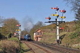 Departure past the signalbox at Bewdley.