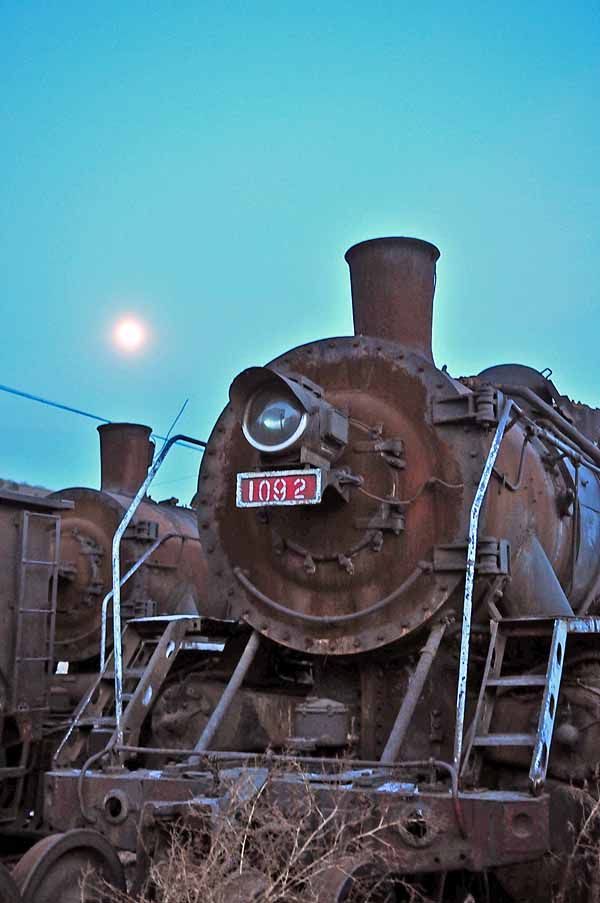 SY 1092 with the moon in the background at the works at Xiamiaozi.