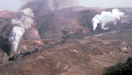 Approaching the tunnel on the Chengde Steelworks branch