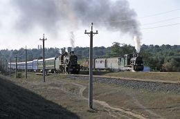 SU 252-91 and the GR narrow gauge train at Rudnitsa.