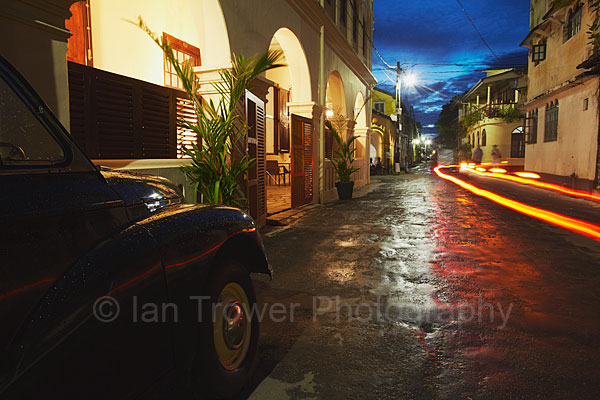 Fort streets at night, Galle