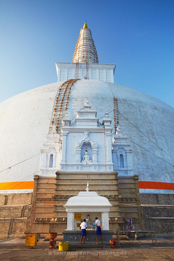 Ruwanwelisaya Stupa, Anuradhapura, Sri Lanka