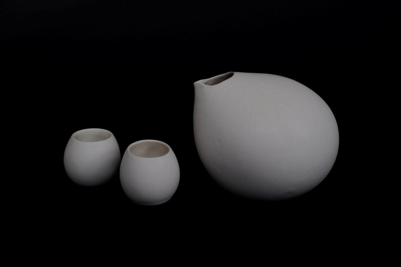 Eggy sake jar and cups