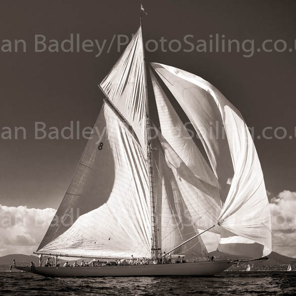 Moonbeam IV racing in light winds - from £89