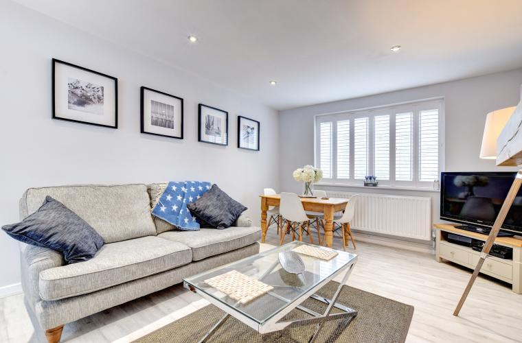 upper deck-living-room